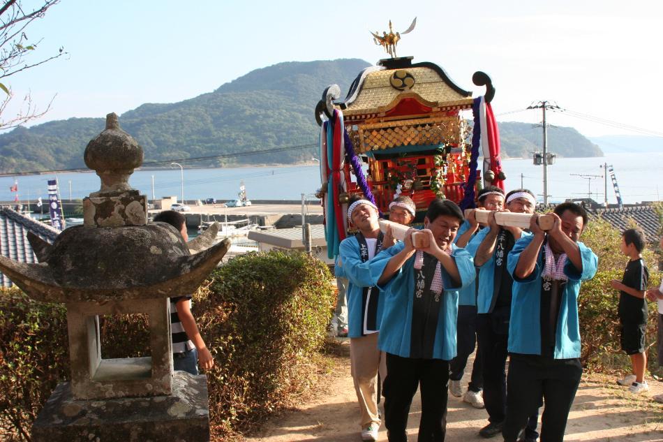 海を渡る祭礼(神輿)