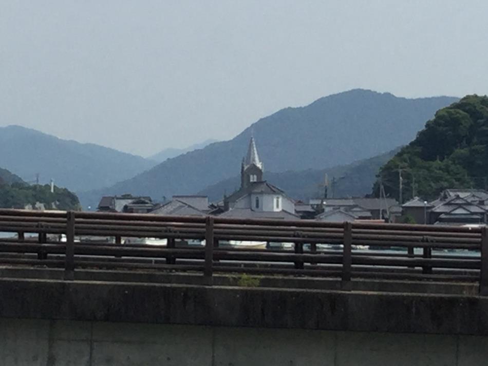 築山から見た教会
