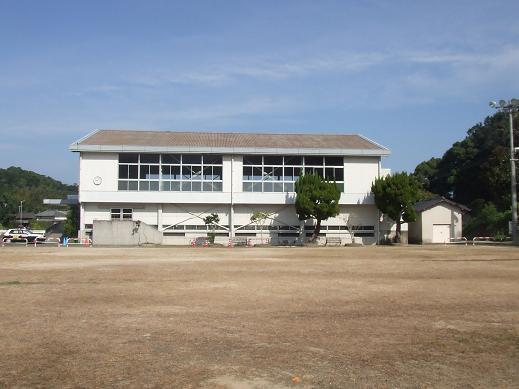 須子体育館(今).JPG