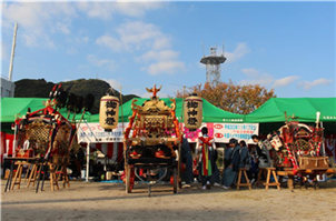 三社祭り 左から魚貫・牛深・久玉の神輿