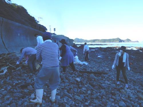 海岸清掃(明度0.2)