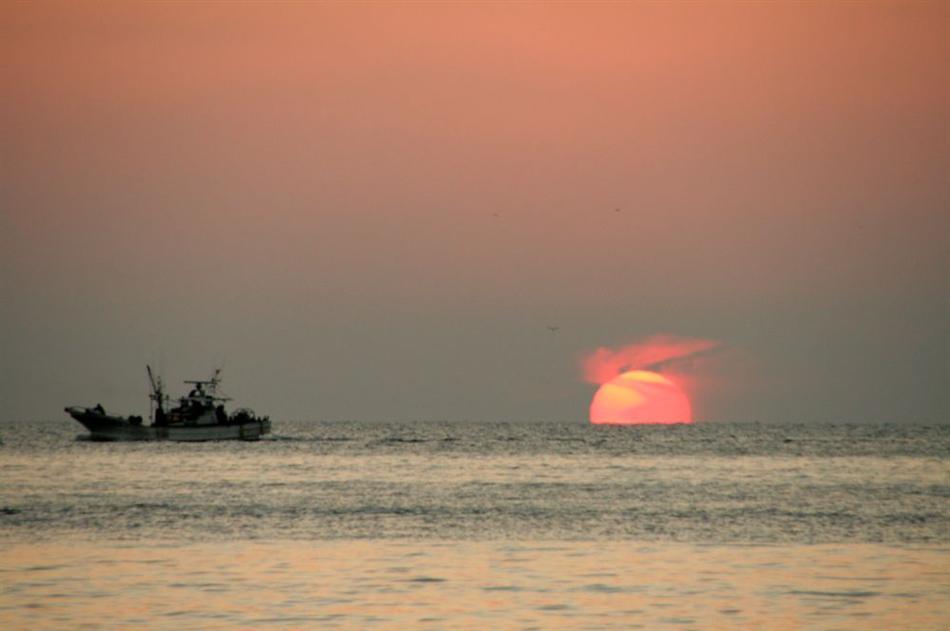 ★IMG_4002船と夕陽