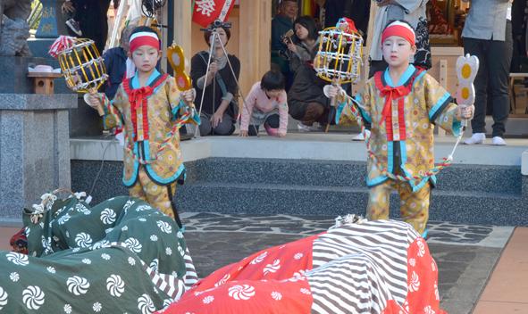 H24祭り 獅子舞1