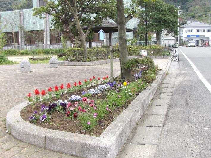 古屋敷花壇(h24.04)