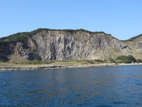 採石場跡地の断層と化石層