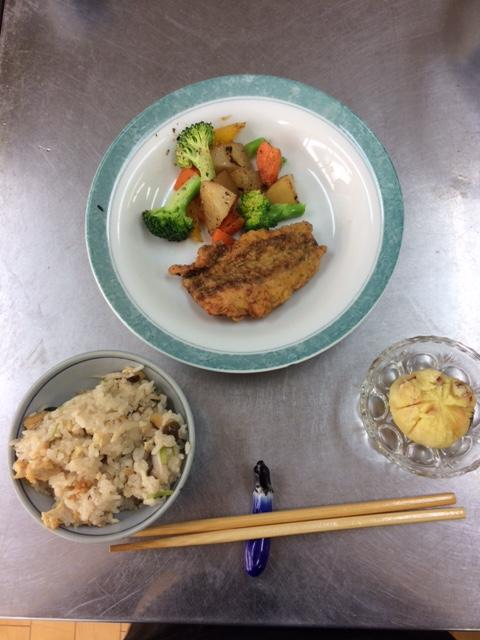 メニュー組合せレシピ(きのこご飯、魚の磯辺揚げ、温野菜サラダ、さつま芋とりんごの茶巾)