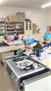 北地区小学生料理教室風景2 20210313