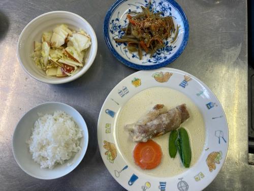 組み合わせレシピ(豚肉のきのこ巻きミルク煮、白菜とりんごクルミのサラダ、ごぼうとさつま芋のきんぴら)